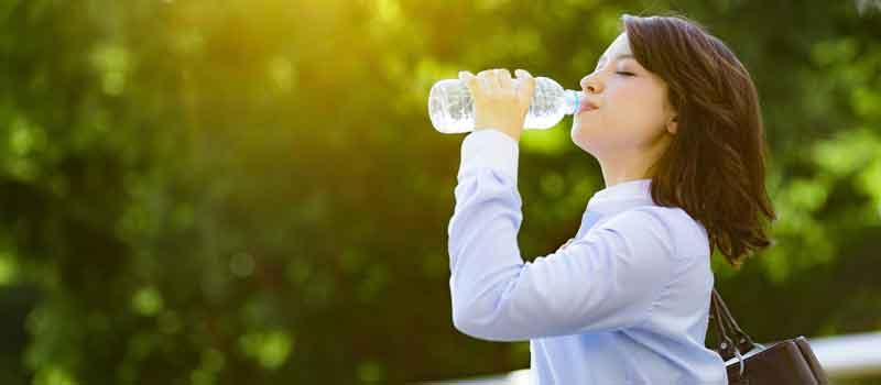 Minum Air Putih Manfaatnya Untuk Program Diet Holisticare Ester C
