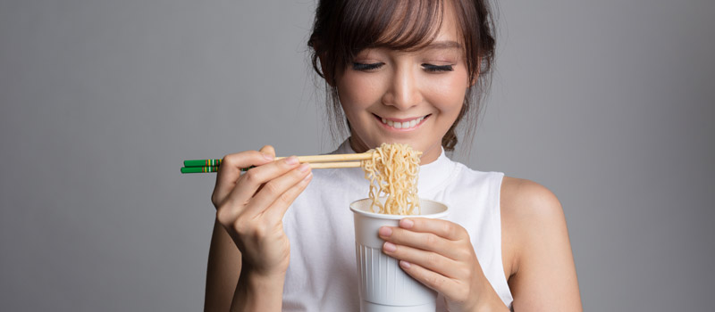 Cara Sehat Makan Mie Instan